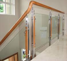 Cầu thang, ban công kính
