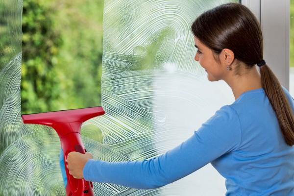 Hướng dẫn vệ sinh cửa kính sáng đẹp