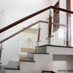 Cầu thang kính tay vịn gỗ :CTKG-09