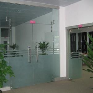 Cửa kính thủy lực văn phòng