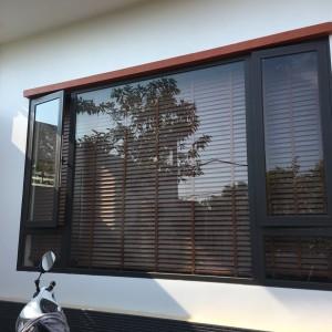 VKCS; Vách kính cố định kết hợp với cửa sổ mở hất